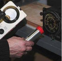 Mise à l'essai d'un appareil pour confirmer la présence de radium. [.]